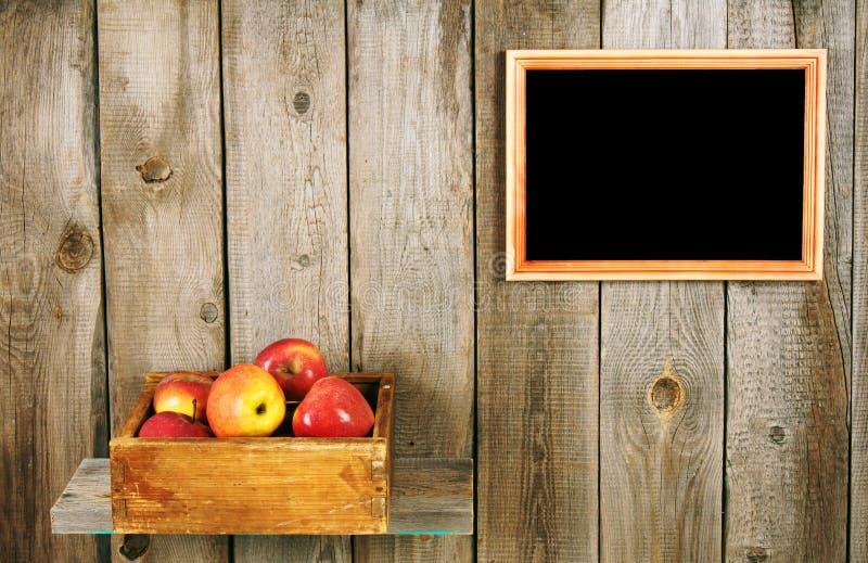 Pommes dans un cadre images libres de droits