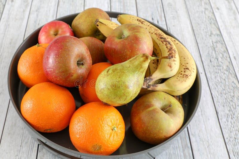 Pommes dans une cuvette image stock