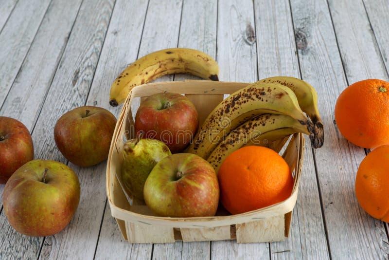 Pommes dans une cuvette image libre de droits