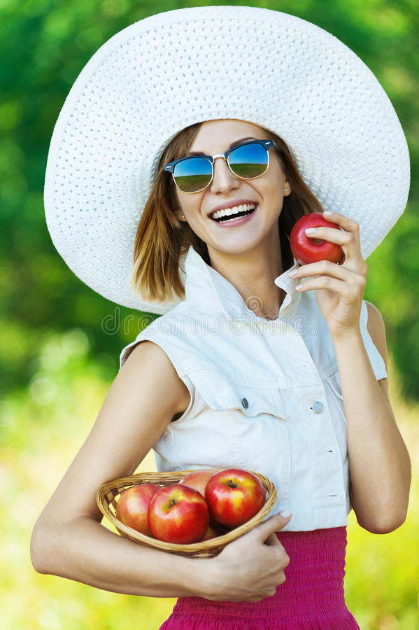 Pommes de chapeau de lunettes de soleil de femme photos libres de droits