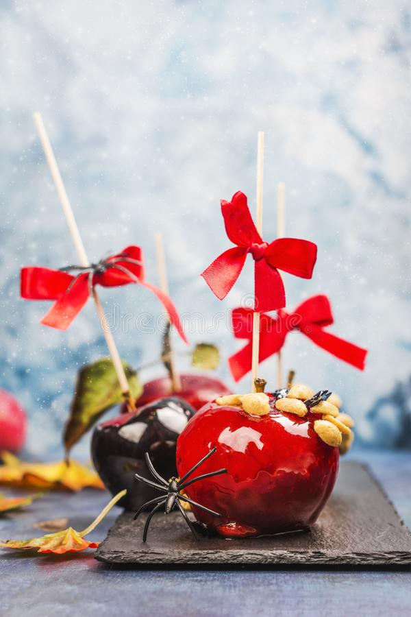 Pommes de sucrerie caramélisées photo stock