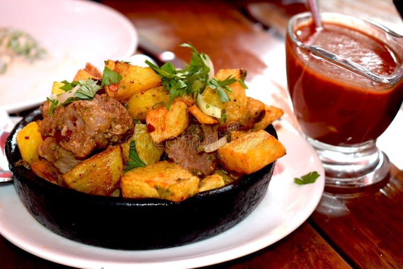 Pommes de terre avec de la viande photos stock