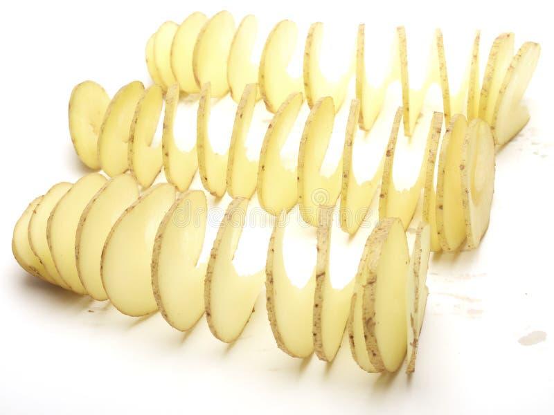 Pommes de terre crues coupées dedans une spirale photos libres de droits