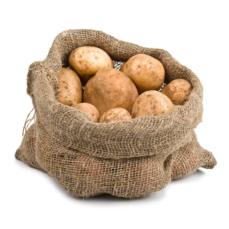 Pommes de terre crues de moisson dans le sac à toile de jute photo libre de droits