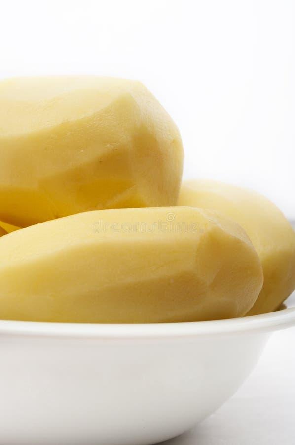 Pommes de terre enlevées crues photographie stock