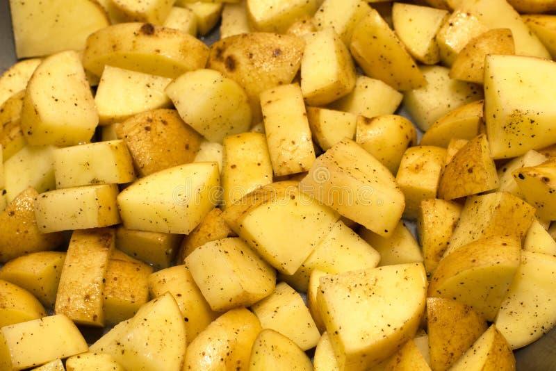 Pommes de terre enlevées crues image stock