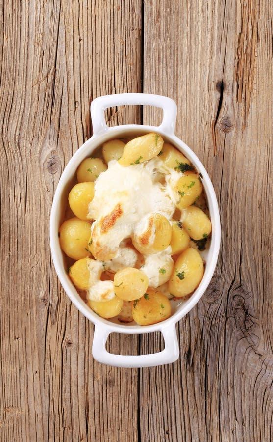 Pommes de terre et crème aigre photos stock