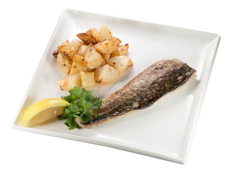 Pommes de terre et poissons photographie stock libre de droits