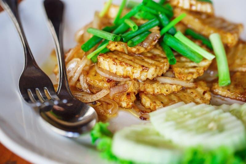 Pommes de terre frites aux oignons photos stock