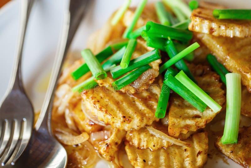 Pommes de terre frites aux oignons photos libres de droits