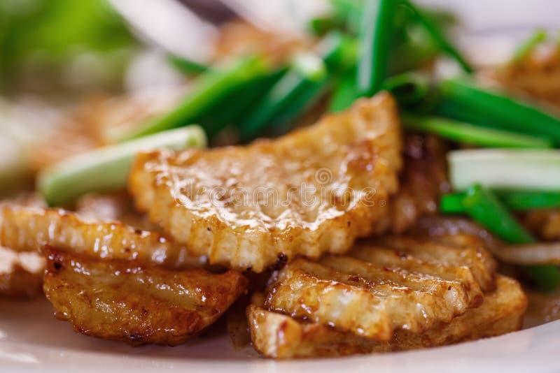 Pommes de terre frites aux oignons image libre de droits