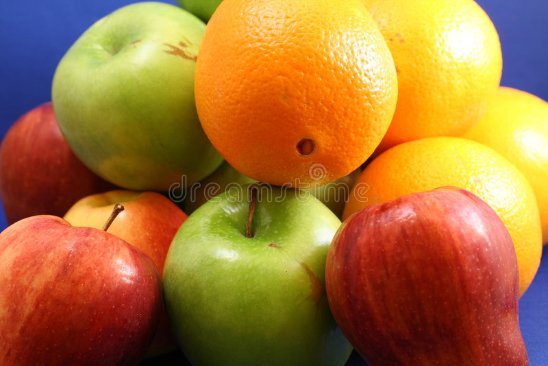 Pommes et oranges photographie stock libre de droits