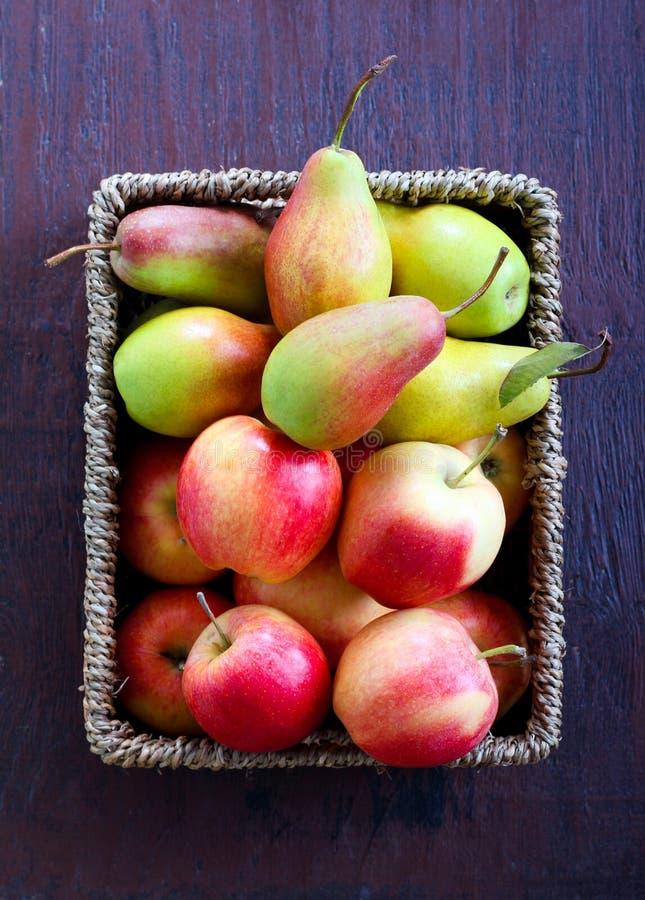 Pommes et poires images libres de droits