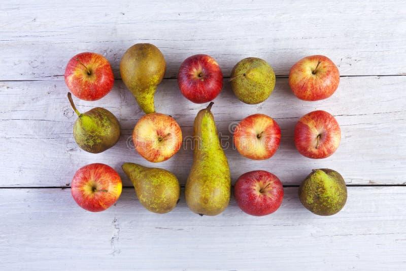 Pommes et poires images stock