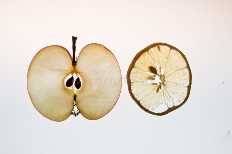Pommes fines et limon des FO de tranche photographie stock libre de droits