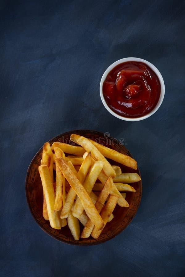 Download Pommes frites image stock. Image du puce, légume, sauces - 45354339