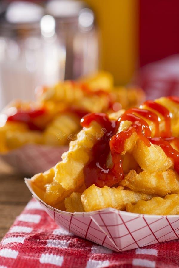 Pommes-Frites in einem Restaurant lizenzfreies stockbild