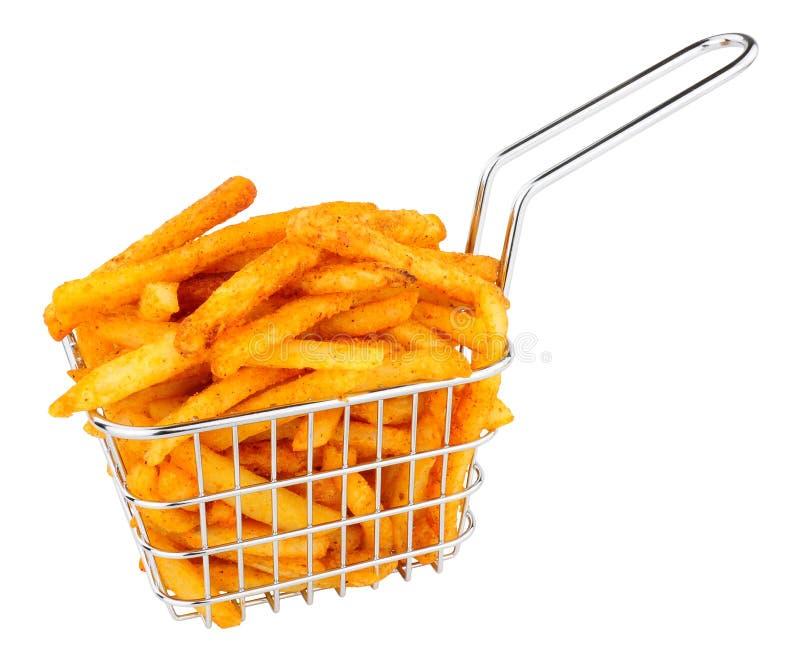 Pommes frites i en liten tråd som steker korgen arkivfoton