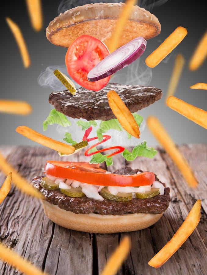 Pommes frites med hamburgaren royaltyfri foto