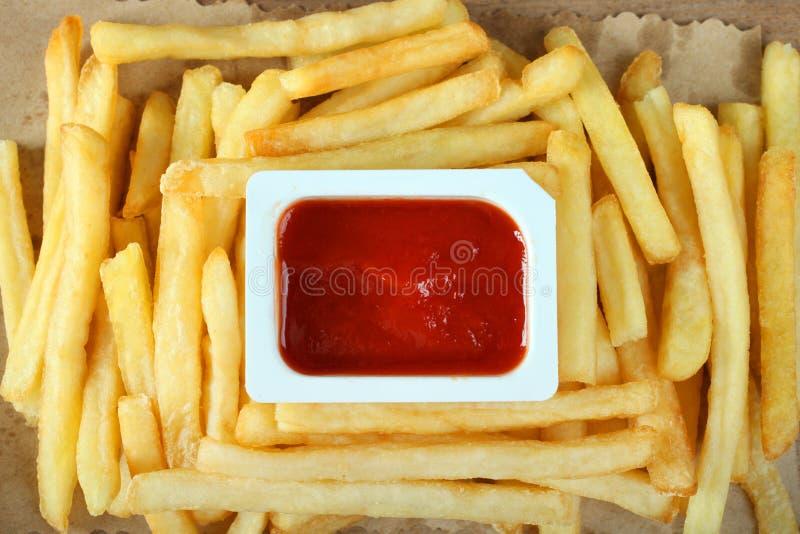 Pommes frites och sås arkivbild