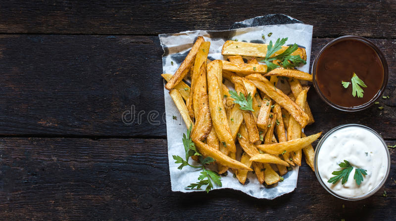 Pommes frites och såser royaltyfria foton