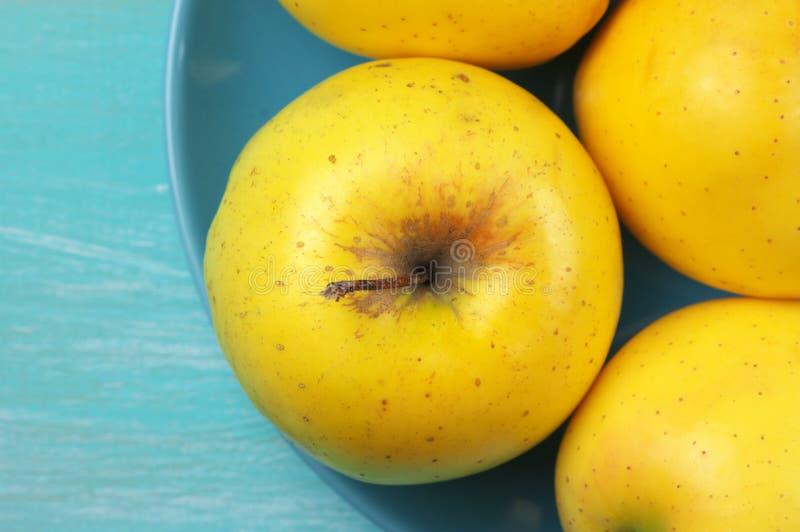 Pommes golden delicious photographie stock libre de droits