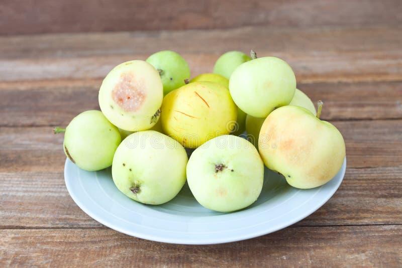 Pommes tomb?es photo stock