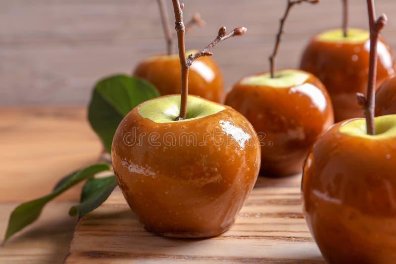 Pommes vertes Delicious de caramel photos stock
