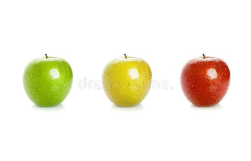 Pommes vertes, jaunes et rouges d'isolement sur le fond blanc photo libre de droits