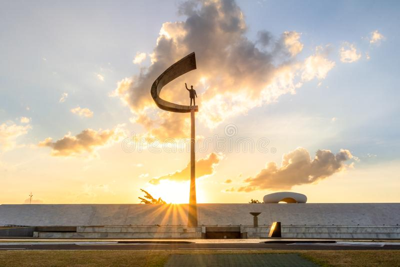 Pomnik JK Brasilia, Distrito Federacyjny, Brazylia - Juscelino Kubitschek pomnik przy zmierzchem - zdjęcie stock