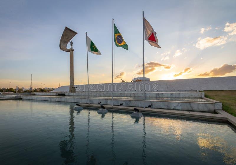 Pomnik JK Brasilia, Distrito Federacyjny, Brazylia - Juscelino Kubitschek pomnik przy zmierzchem - zdjęcia stock