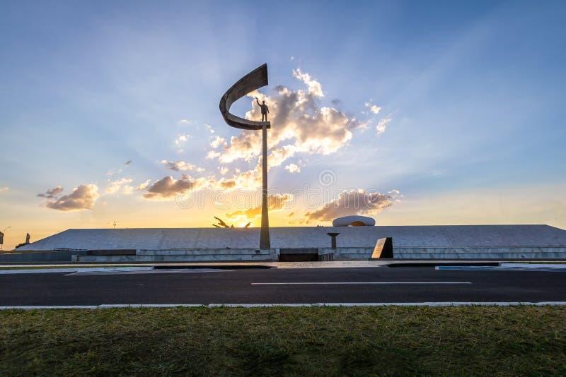 Pomnik JK Brasilia, Distrito Federacyjny, Brazylia - Juscelino Kubitschek pomnik przy zmierzchem - obraz stock