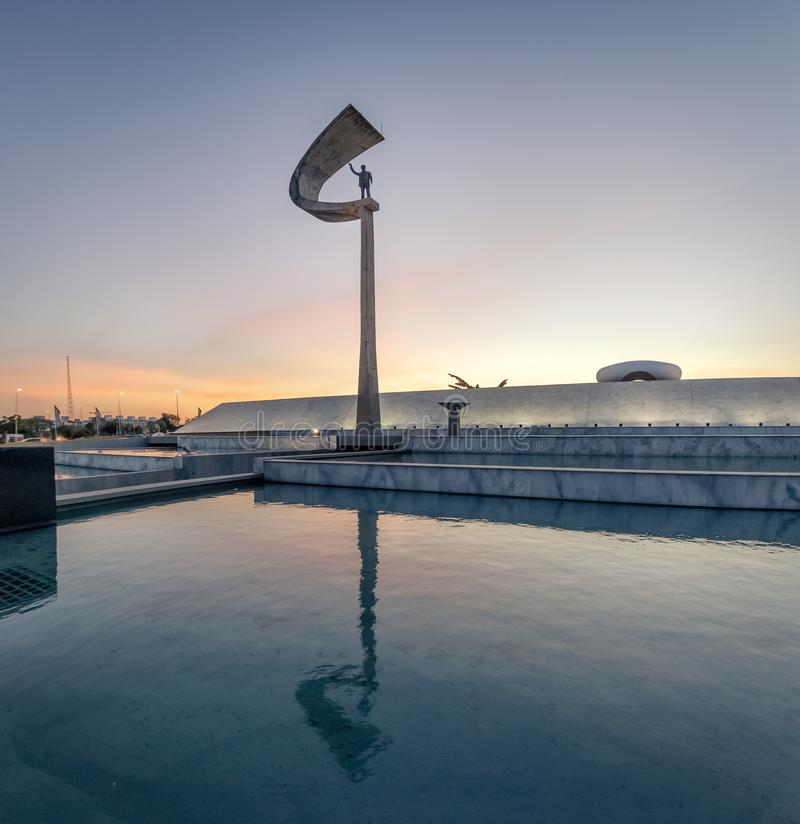 Pomnik JK Brasilia, Distrito Federacyjny, Brazylia - Juscelino Kubitschek pomnik przy zmierzchem - zdjęcie royalty free