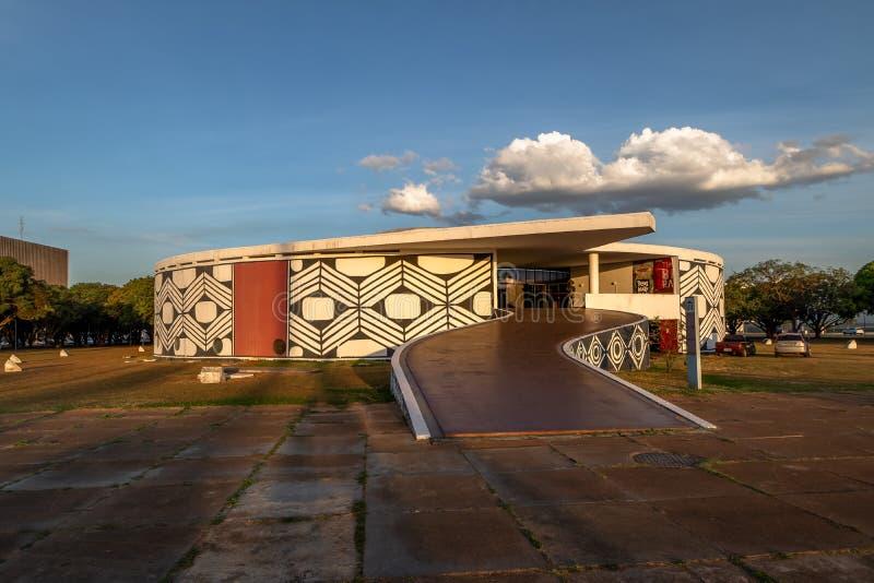 Pomnik Miejscowy Zaludnia Brasilia, Distrito Federacyjny, Brazylia - pomnika dos Povos Indigenas muzeum - zdjęcie stock
