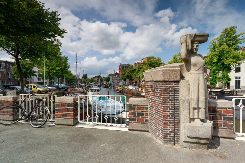 Pomnik na moście w Groningen, Holandia obrazy stock