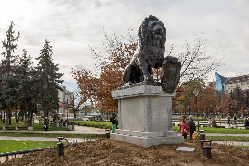 Pomnik Najpierw i szósty piechoty pułk w parku przed Krajowym pałac kultura obrazy royalty free