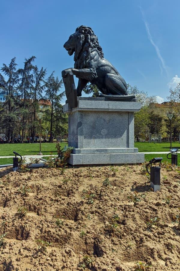 Pomnik Najpierw i szósty piechoty pułk w parku przed Krajowym pałac kultura w Sofia obrazy royalty free