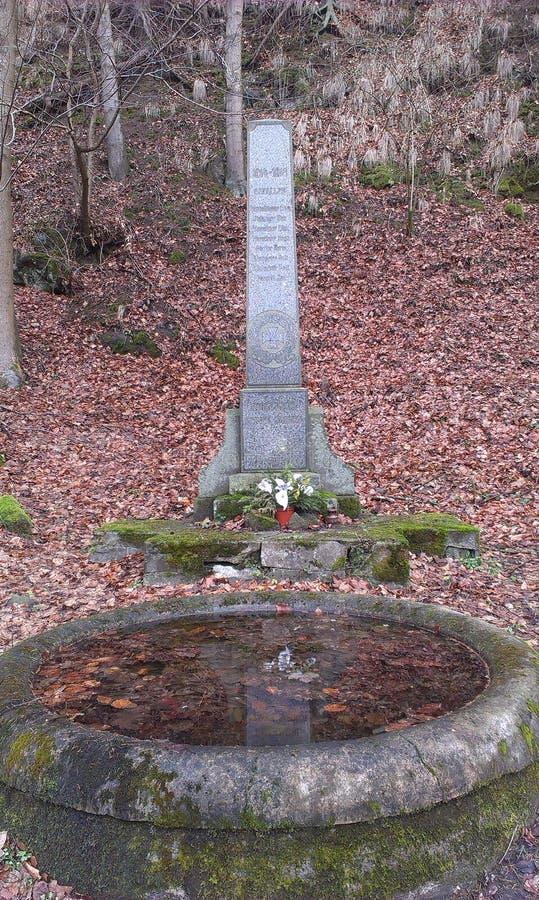 Pomnik w lesie fotografia royalty free