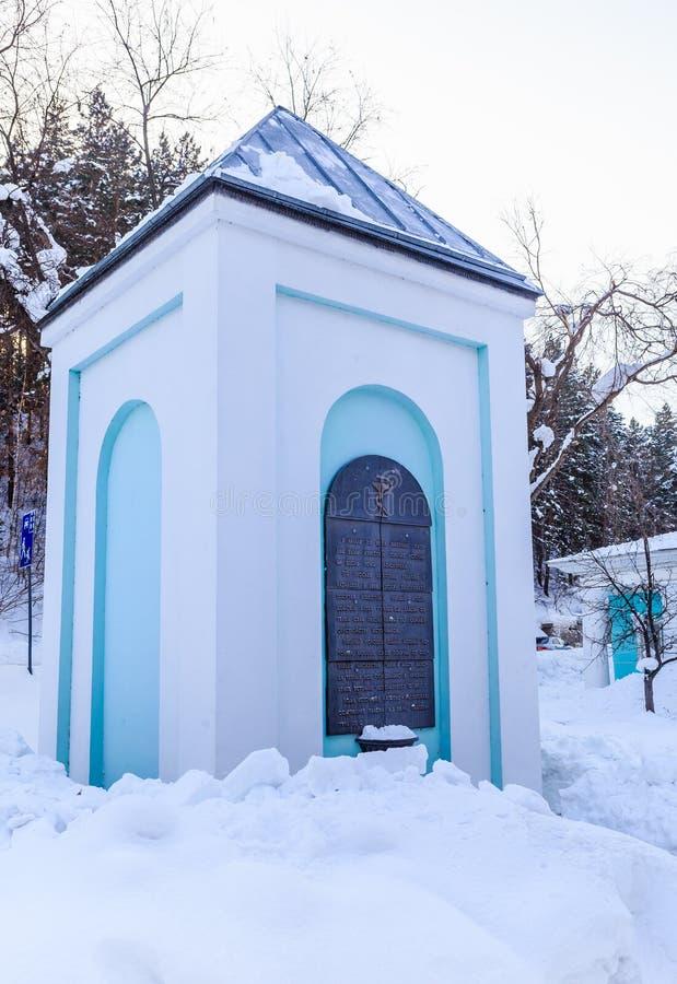 Pomnika znak w postaci małej kaplicy Kurort Belokurikha altai zdjęcia royalty free