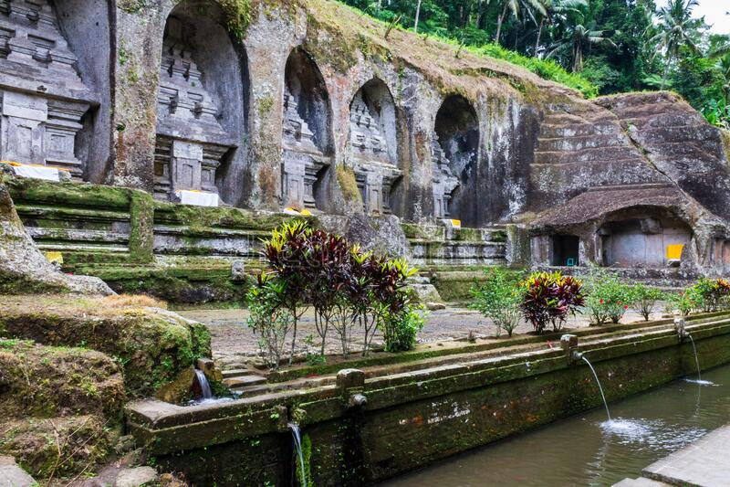 Pomniki pogrzebowe króla Anaka Wungsu z dynastii Udayana i jego ulubionych królowych w Gunung Kawi, Bali, Indonezja obrazy royalty free