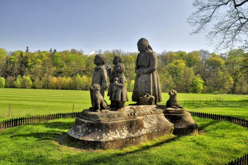 Pomnikowa babcia z dziećmi fotografia royalty free