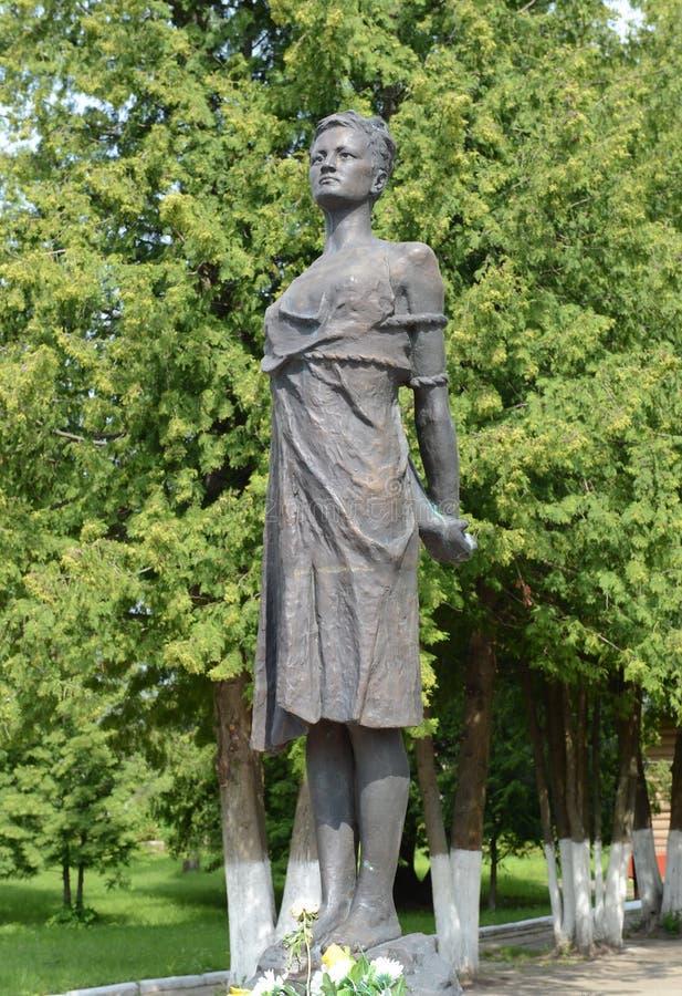 Pomnikowy Zoya Kosmodemyanskaya Radziecka partyzana i bohater sowieci - zjednoczenie nagradzający pośmiertnie Ona jeden szanuję zdjęcie stock