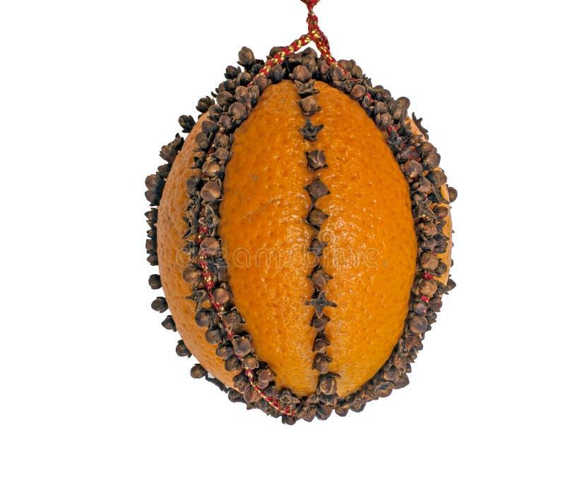 Pomo anaranjado fragante tachonado con la especia del clavo fotos de archivo libres de regalías