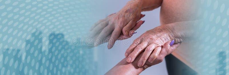 Pomoc starsze osoby sztandar panoramiczny zdjęcie stock