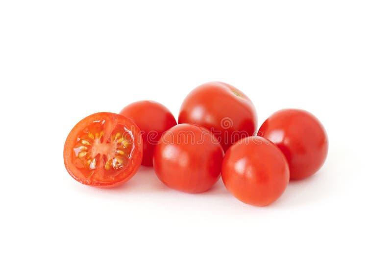 Pomodori ciliegia freschi isolati su fondo bianco fotografie stock libere da diritti