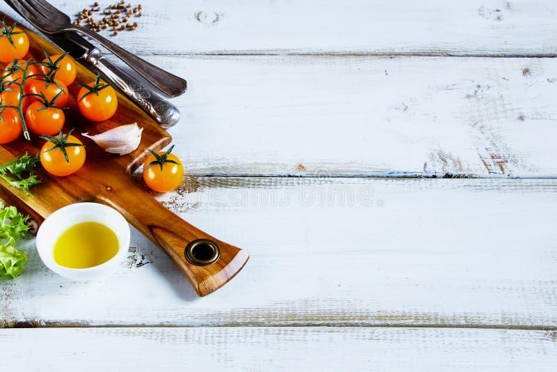 Pomodori di ciliegia gialli immagine stock