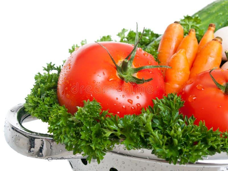 Pomodori di recente lavati in setaccio immagine stock