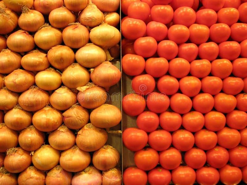 Pomodori e cipolle fotografie stock