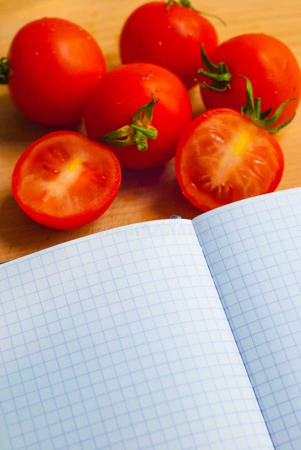 Pomodori freschi e succosi per insalata fotografia stock libera da diritti