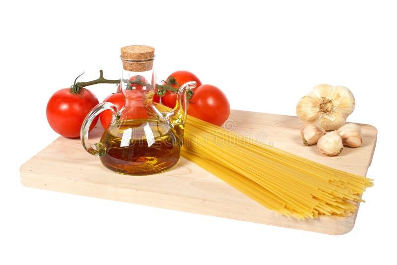 Pomodori, oliatore, aglio, pasta immagini stock